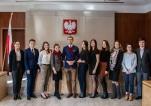 Uczestnicy finału V edycji ogólnopolskiego konkursu prawniczego Warsaw High School Moot Cour w Naczelnym Sądzie Administracyjnym